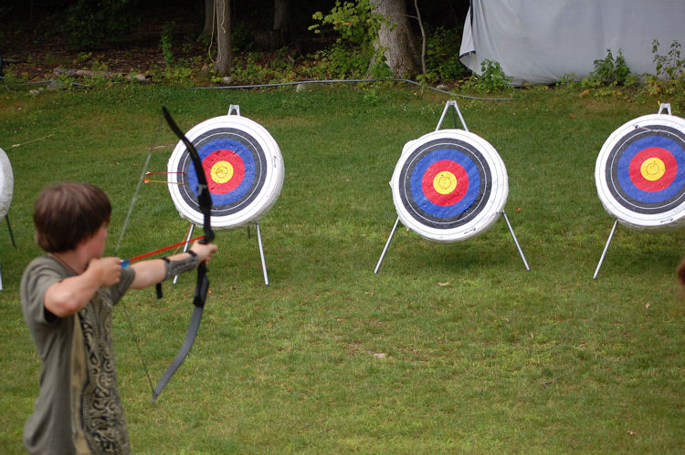 The Bear Archery Cruzer Bow Package is a perfect package for kids and youth It is a heavy bow at pounds so not appropriate for smaller children. It is available in both left- and right-hand models and adjusts to fit a wide range of archers.