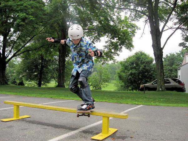 Skate Park rail trick